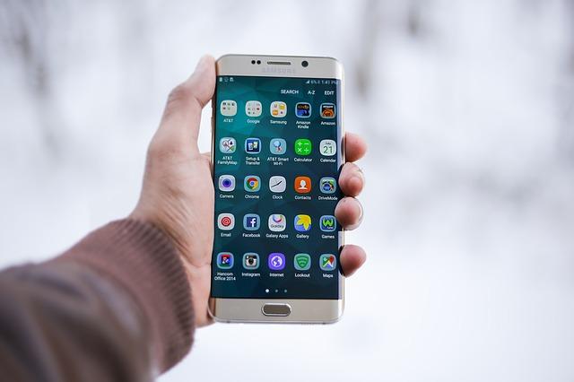 smartphone s mnoha funkcemi
