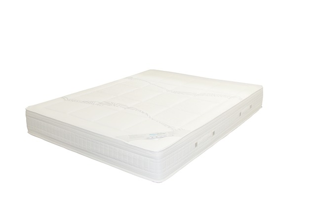 Biely matrac na bielom pozadí